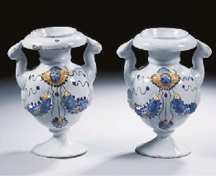 A pair of early Dutch Delft tw