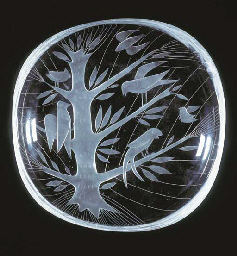 A clear glass dish