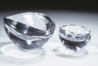 (2) Two glass dishes