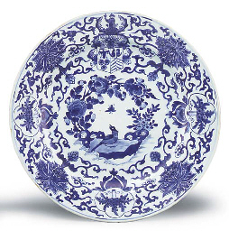 A BLUE AND WHITE ARMORIAL DISH