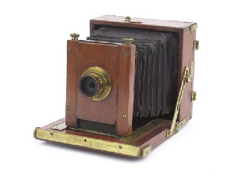 Hand camera