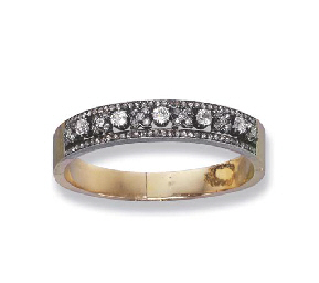 AN ANTIQUE DIAMOND BANGLE