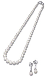 A FINE NATURAL PEARL NECKLACE