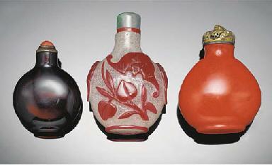 A red overlay glass snuff bott