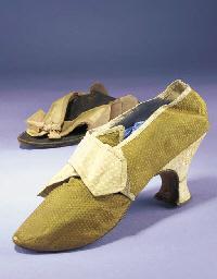 A single lady's shoe, of green