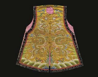 A sleeveless surcoat (chao gua