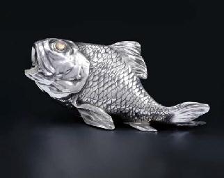 A silver cigar-cutter modelled