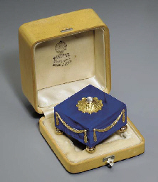 A jewelled two-colour gold mou