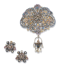 A LATE 17TH CENTURY PEARL AND