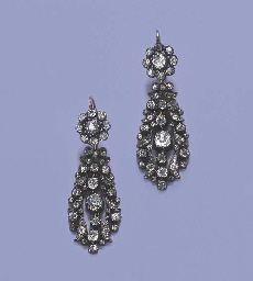 A PAIR OF ATTRACTIVE ANTIQUE D