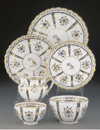 An English porcelain crested p