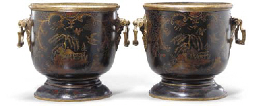 A PAIR OF FRENCH GILT-LACQUERE