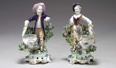 A PAIR OF BOW SWEETMEAT FIGURE