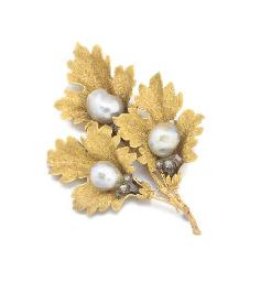 A Bucellati triple leaf brooch
