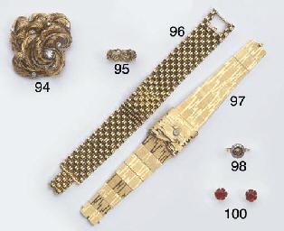 A  18K GOLD LADY'S WRISTWATCH,