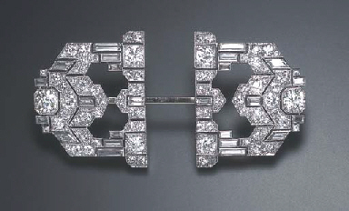 AN ART DECO DIAMOND JABOT PIN