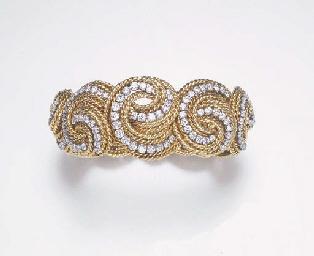 AN ELEGANT DIAMOND AND GOLD BR