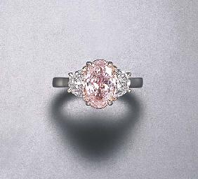 A FANCY LIGHT PINK DIAMOND RIN