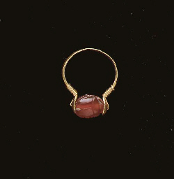 A PHOENICIAN GOLD AND CARNELIA