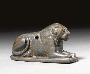 AN EGYPTIAN HEMATITE LION AMUL