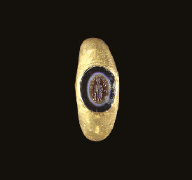 A ROMAN GOLD AND EYE AGATE FIN