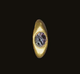 A ROMAN GOLD AND AMETHYST FING