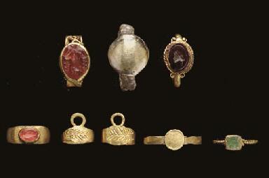 EIGHT ROMAN AND BYZANTINE GOLD