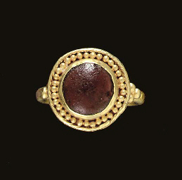 A MEROVINGIAN GOLD AND GLASS F