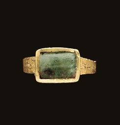 A MEROVINGIAN GOLD AND EMERALD