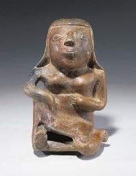 STATUETTE ASSISE