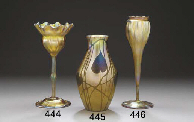 A GOLD FAVRILE GLASS FLOWER FO