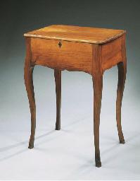 TABLE A ECRAN D'EPOQUE LOUIS X