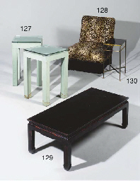 PAIRE DE PETITES TABLES CARREE
