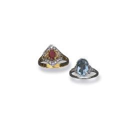 Due anelli in oro con diamanti
