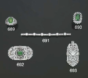 Spilla in platino con smeraldo
