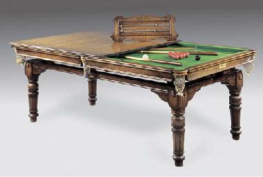 AN ENGLISH OAK DINING TABLE/SN