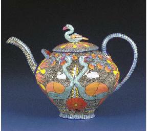 A heron bird tea pot and cover