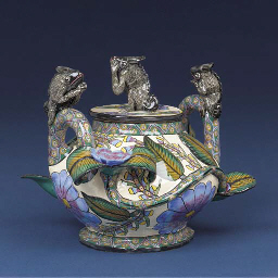 A chameleon tureen and cover