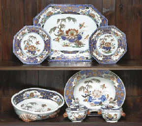 A SET OF CHINESE IMARI TABLE W