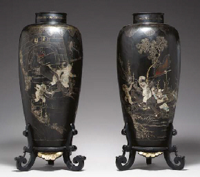 A PAIR OF CHINESE LACQUER VASE