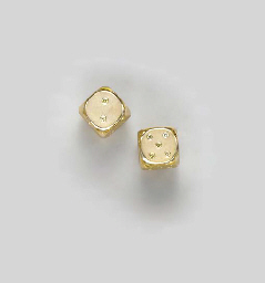 A SET OF 18K GOLD AND COLORED