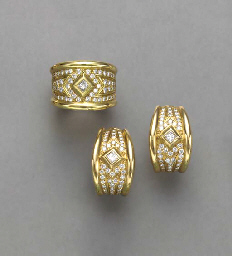 A SET OF DIAMOND AND 18K GOLD