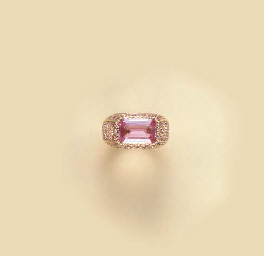 A PINK SAPPHIRE AND 18K GOLD R