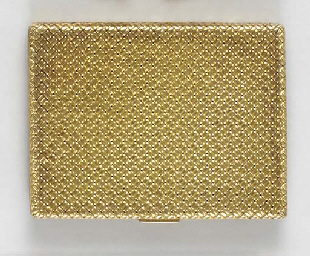 AN 18K GOLD COMPACT, BY VAN CL