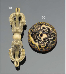 A Japanese ivory manju netsuke