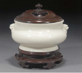 A Chinese blanc-de-chine bombe