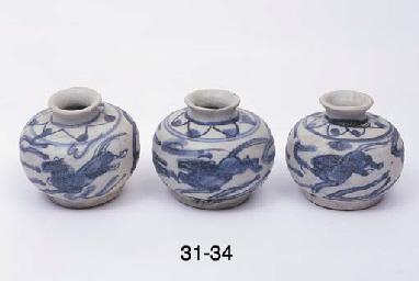 FIVE SIMILAR JARLETS (5)