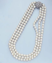 A CULTURED PEARL THREE-ROW NEC