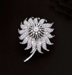 A DIAMOND FLORAL BROOCH