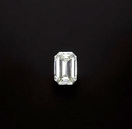AN UMOUNTED DIAMOND